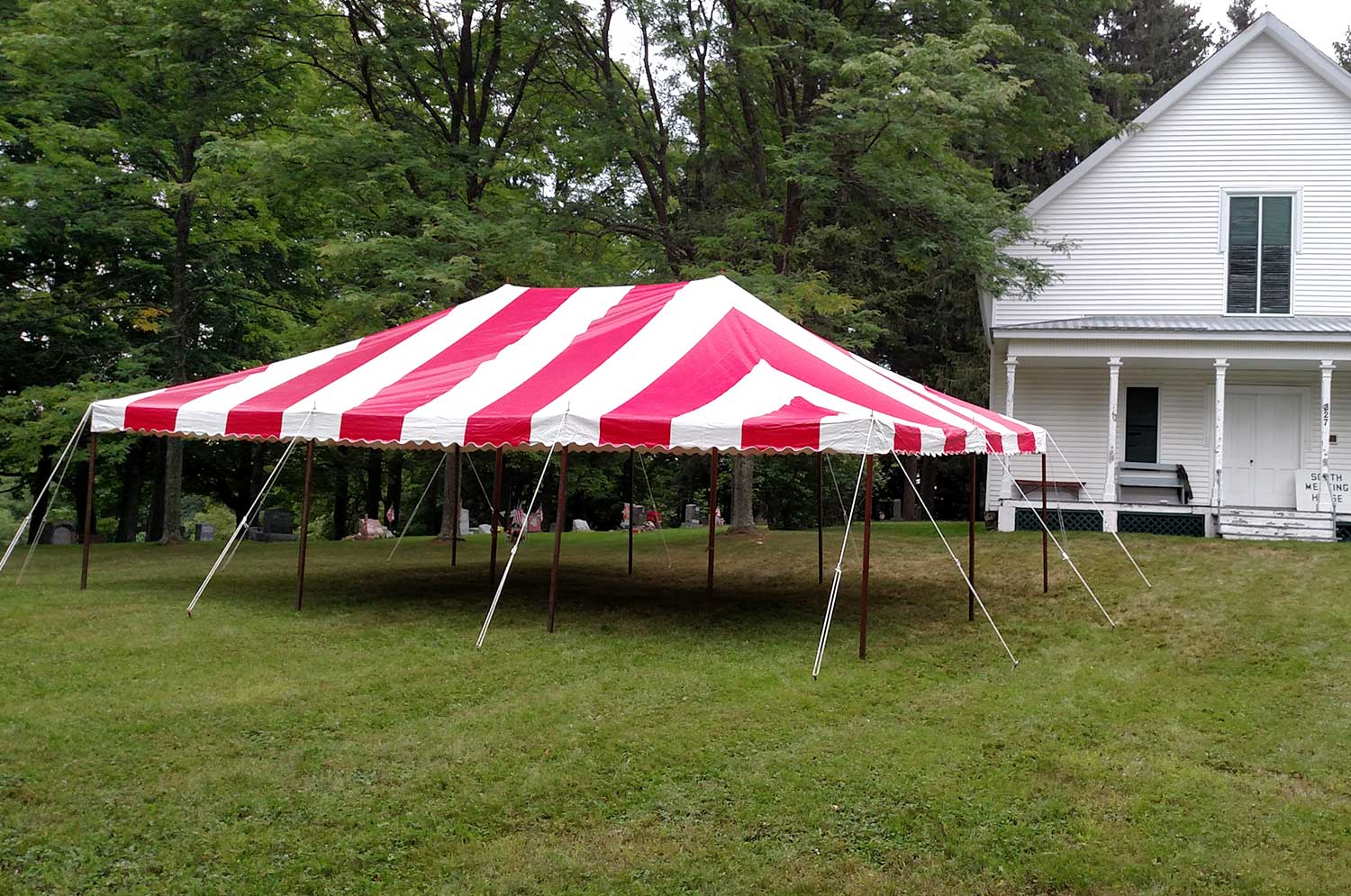 Picture of red and white party tent in Saratoga, NY